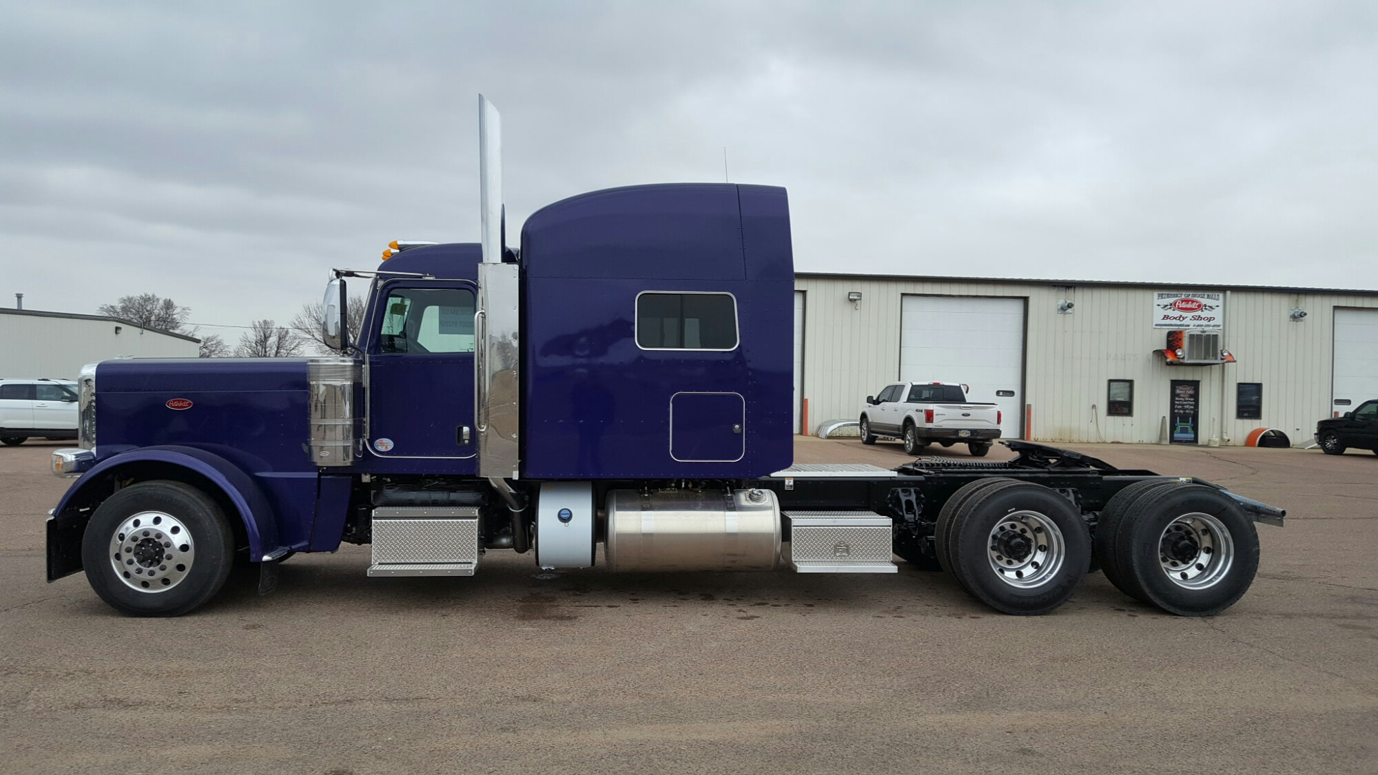 2018 Peterbilt Pictures To Pin On Pinterest Pinsdaddy