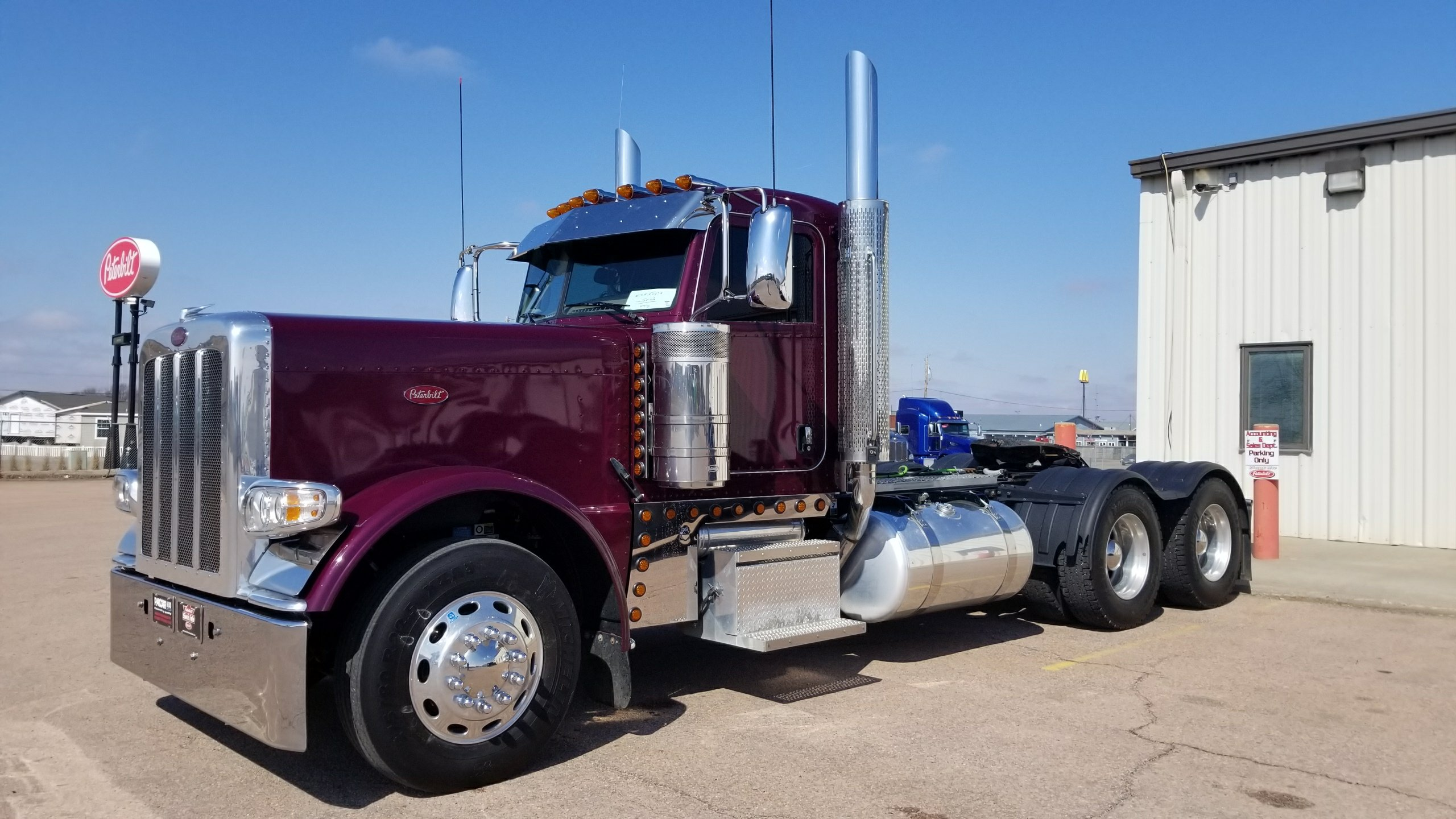Looking to buy clean used trucks! - Peterbilt of Sioux Falls